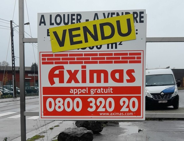 SOS-DECES koopt showroom in Courcelles