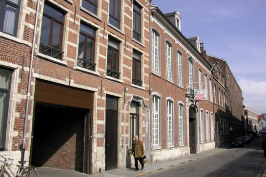 De Belgische Wijnbeurs & LAVA Architecten into townhouse in Leuven