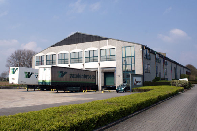 Bedrijfsgebouw met magazijn en kantoor te koop in Herent bij Leuven