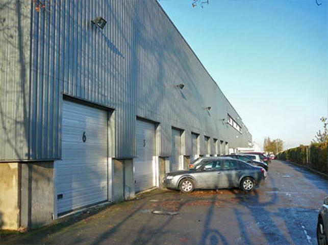 Bedrijfsgebouw met kantoor & opslag te huur in Zaventem