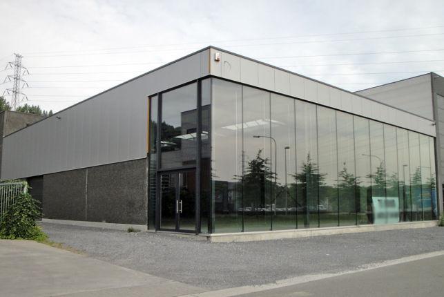 Bedrijfsgebouw met showroom & magazijn te huur in Zemst