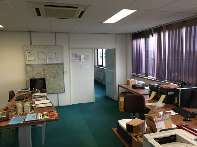 Polyvalent bedrijfspand met kantoor opslag in waver aximas - Kantoor met geintegreerde opslagruimte ...