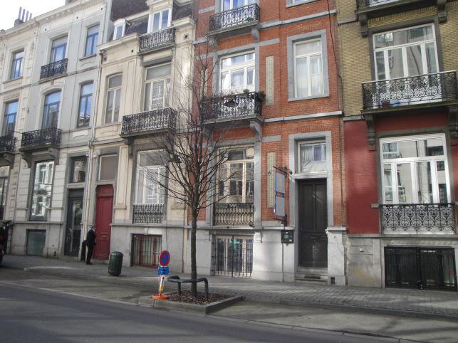 Commerciële gelijkvloers te huur in de Leopoldswijk in Brussel