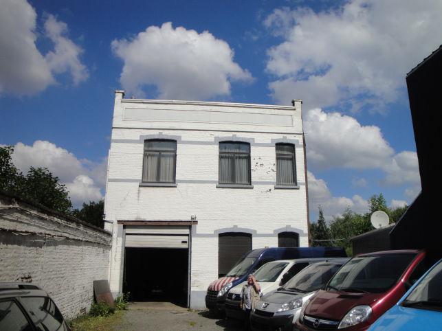 Grond met gebouw te koop in Brussel Haeren