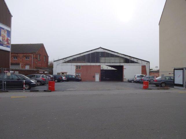 Bedrijfspand met Loods te koop in Vilvoorde nabij de luchthaven van Brussel.