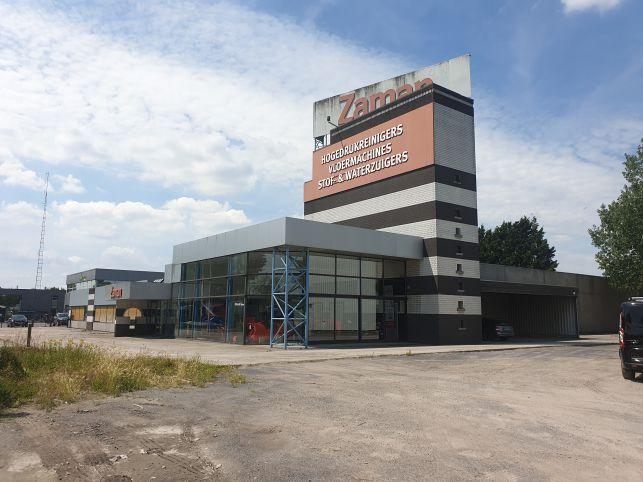 Bedrijfsgebouw met opslag, kantoren & showroom in Lokeren