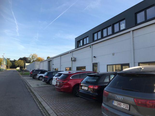 Bedrijfspand met opslag & kantoor te koop in Tienen