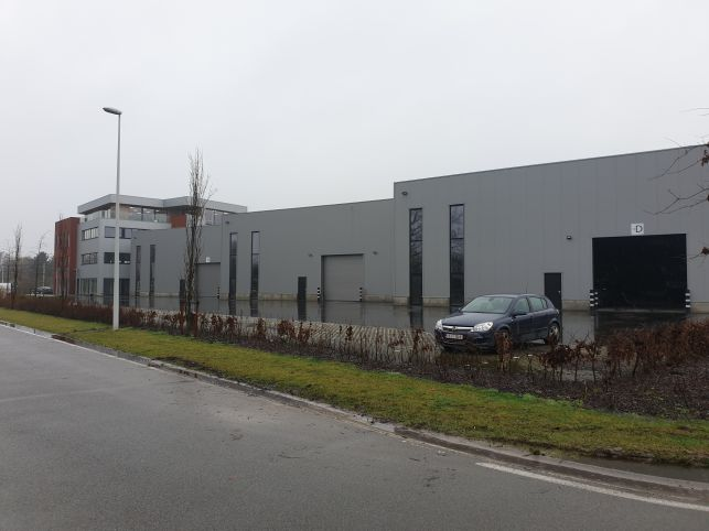 Warehouse with offices for rent in the port of Ghent