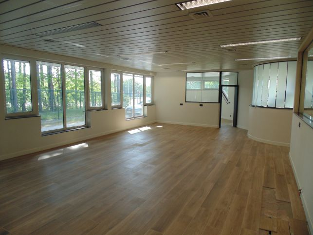 Newly refurbished office space with residential loft for rent in Aarschot near the E314 motorway