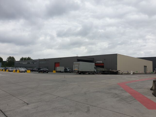 Tragel - Warehouse with offices for rent in Aalst