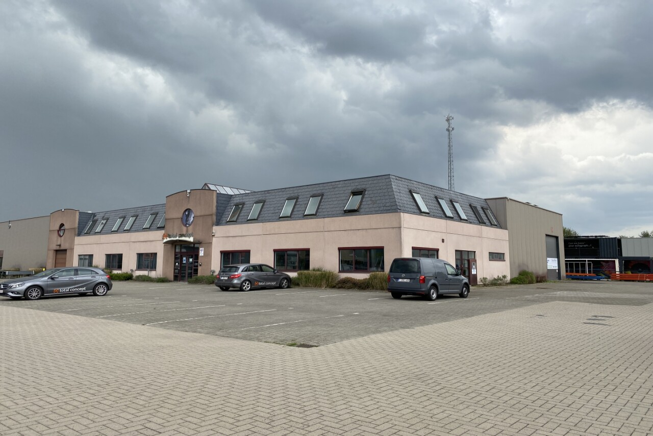Warehouse with office or showroom to let in Ranst