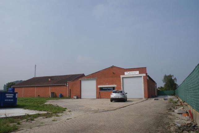 Bedrijfsgebouw & bouwgrond te koop bij E17 Beervelde