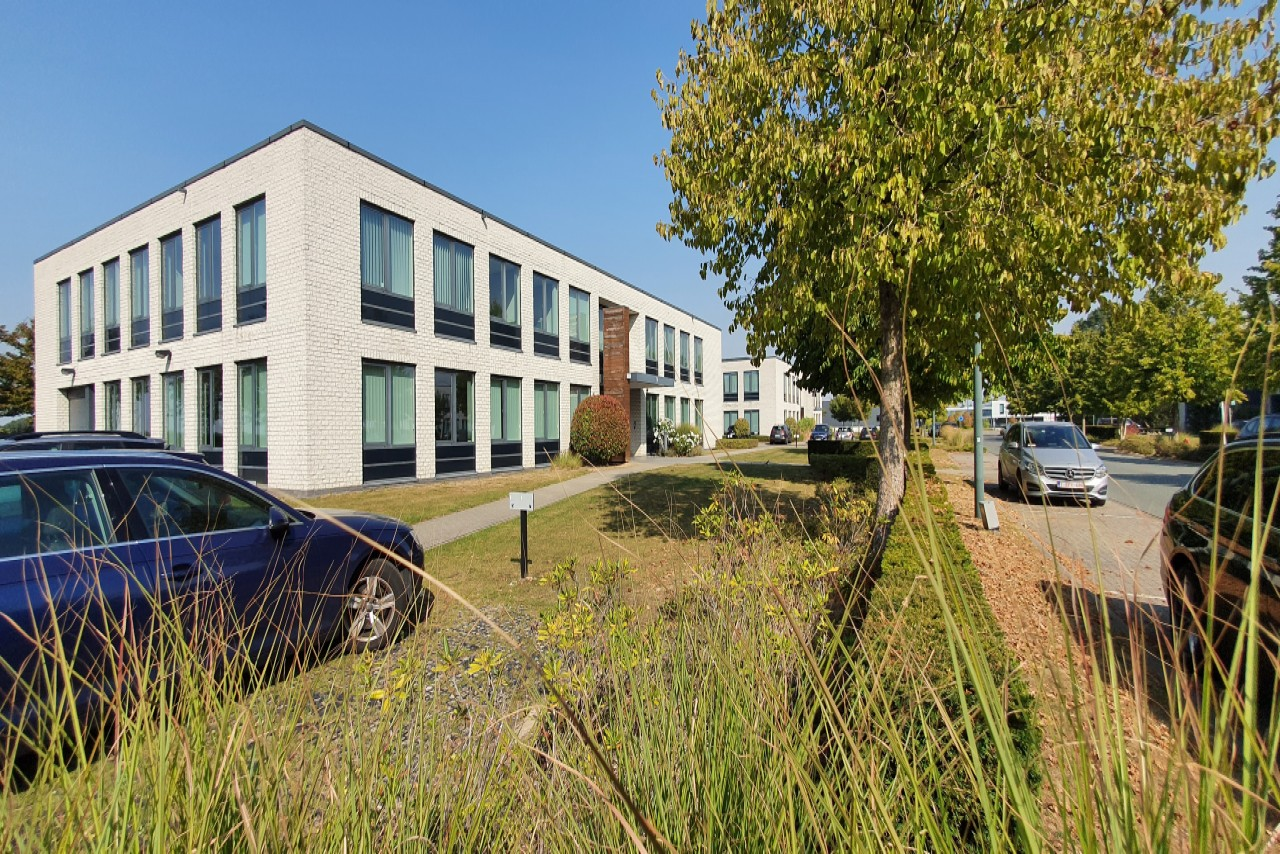 Ikaros Business Park 79 - Offices, showrooms & storage to let in Zaventem