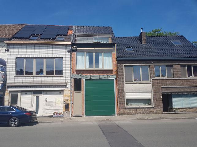Bedrijfspand met magazijn & woonst te koop in Gent