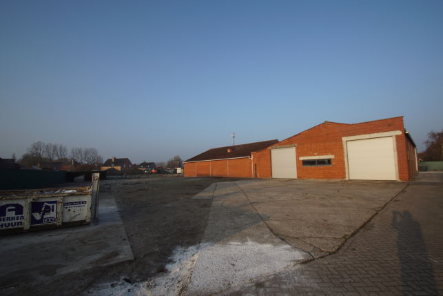 800 m² warehouse to let in Beervelde E17 Gent