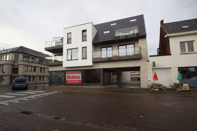 Retail outlet, shop & offices to let in Ghent Melle