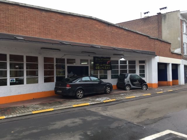 Commercial space to let in Uccle Brussels