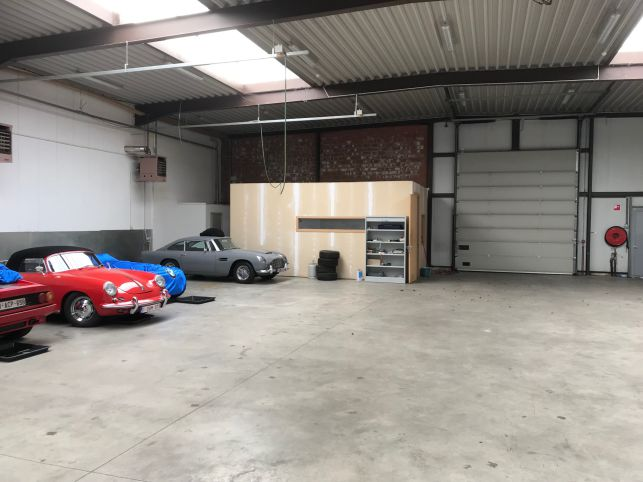 Warehouse and office space to let next to the E40 motorway close to Leuven and Brussels