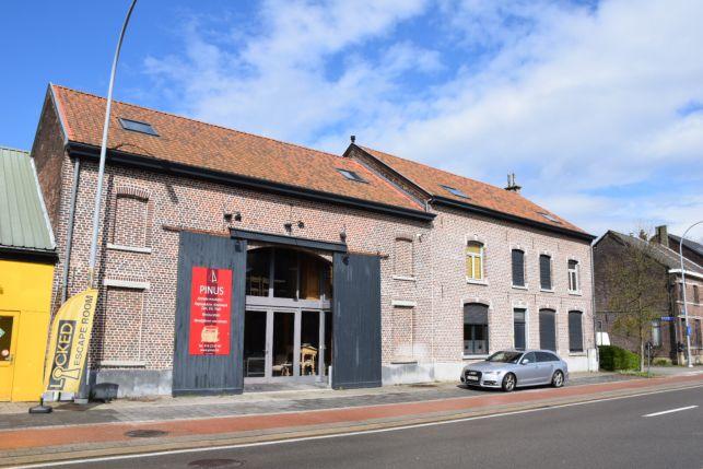 Bâtiment commercial e à vendre à Louvain