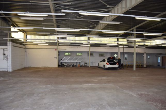 Warehouse with offices & outside storage for rent in Tienen