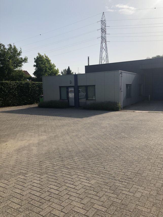 Loods voor opslag met kantoor te huur in Leuven
