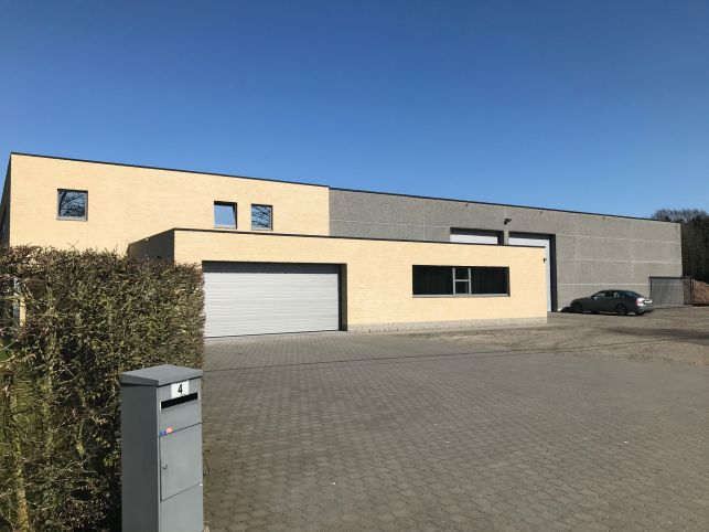 Warehouse with outdoor storage, office space and housing for sale near Aarschot